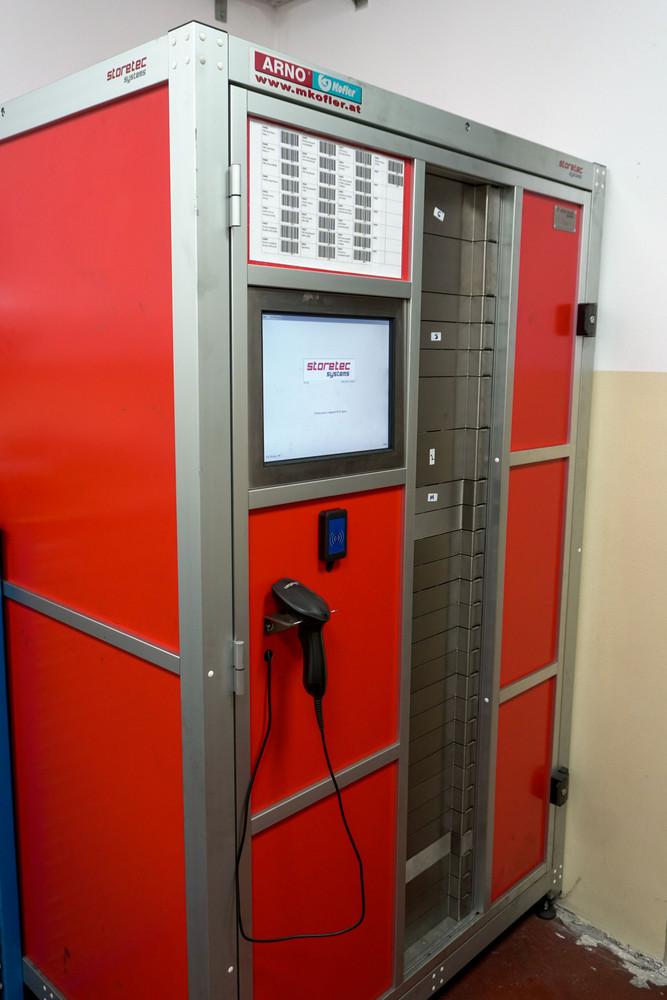 Avtomatska skladiščna omara STORETEC