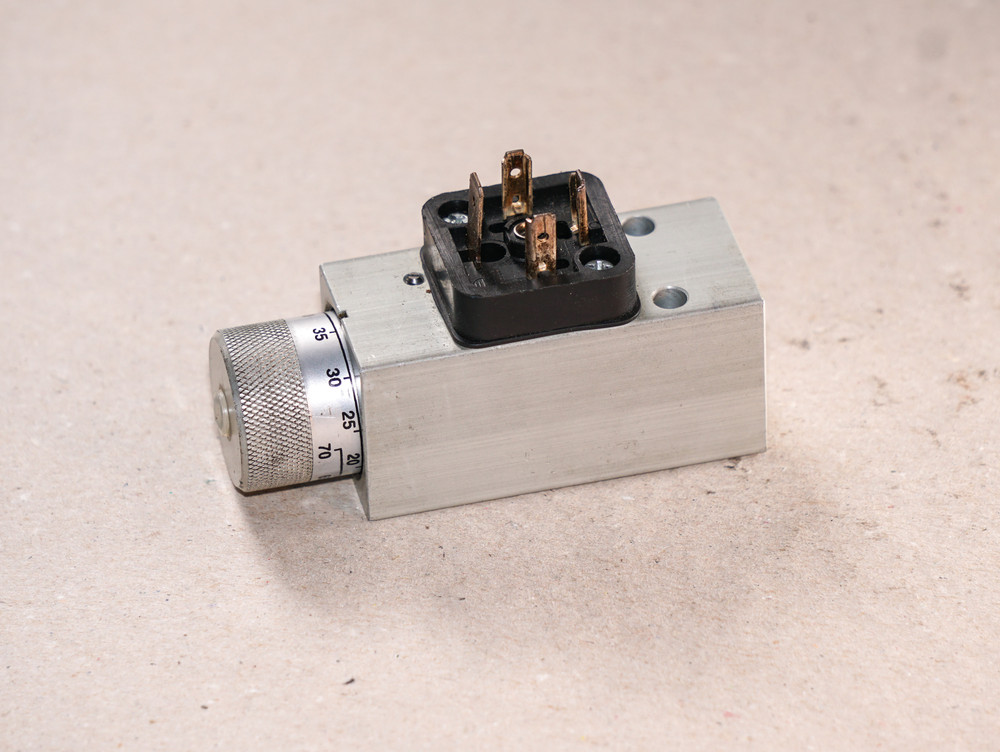 Pressure switch (casing processing)