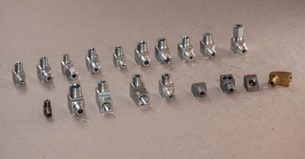 kotni priključki za hidravliko in centralno mazanje
